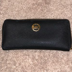 Michael Kors Round Fastener Long Wallet
